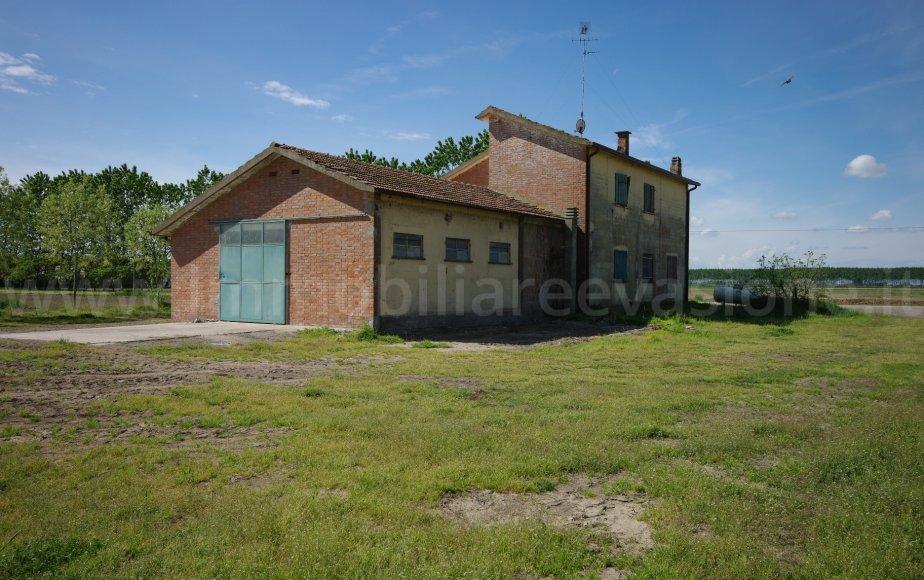 Vendita casa di campagna ampia metratura ai lidi ferraresi in prossimit del mare rif 105 - Ristrutturare casale di campagna ...